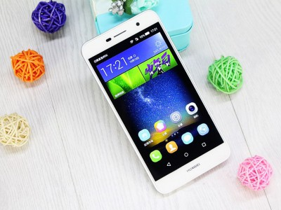 Huawei Enjoy 6 � AMOLED-�������� � ����� �������� ����� ����� $200